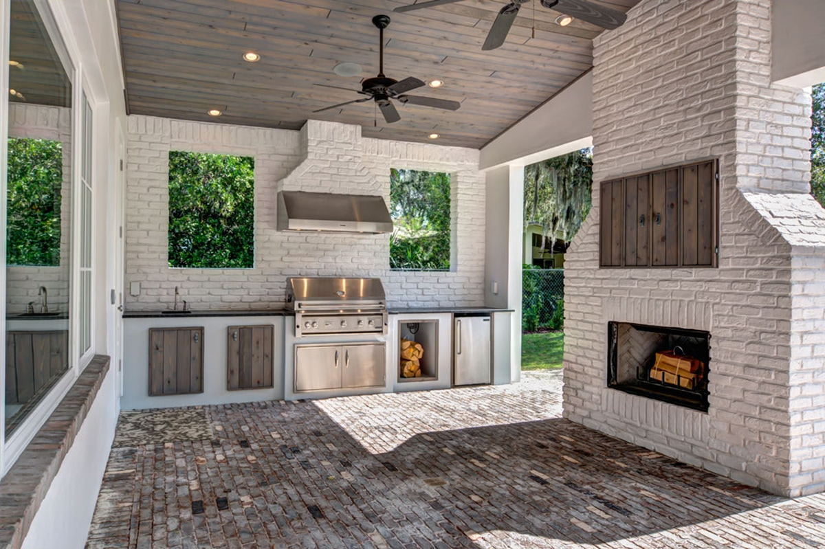 How to Choose an Outdoor Fridge For Your New Luxury Custom Home